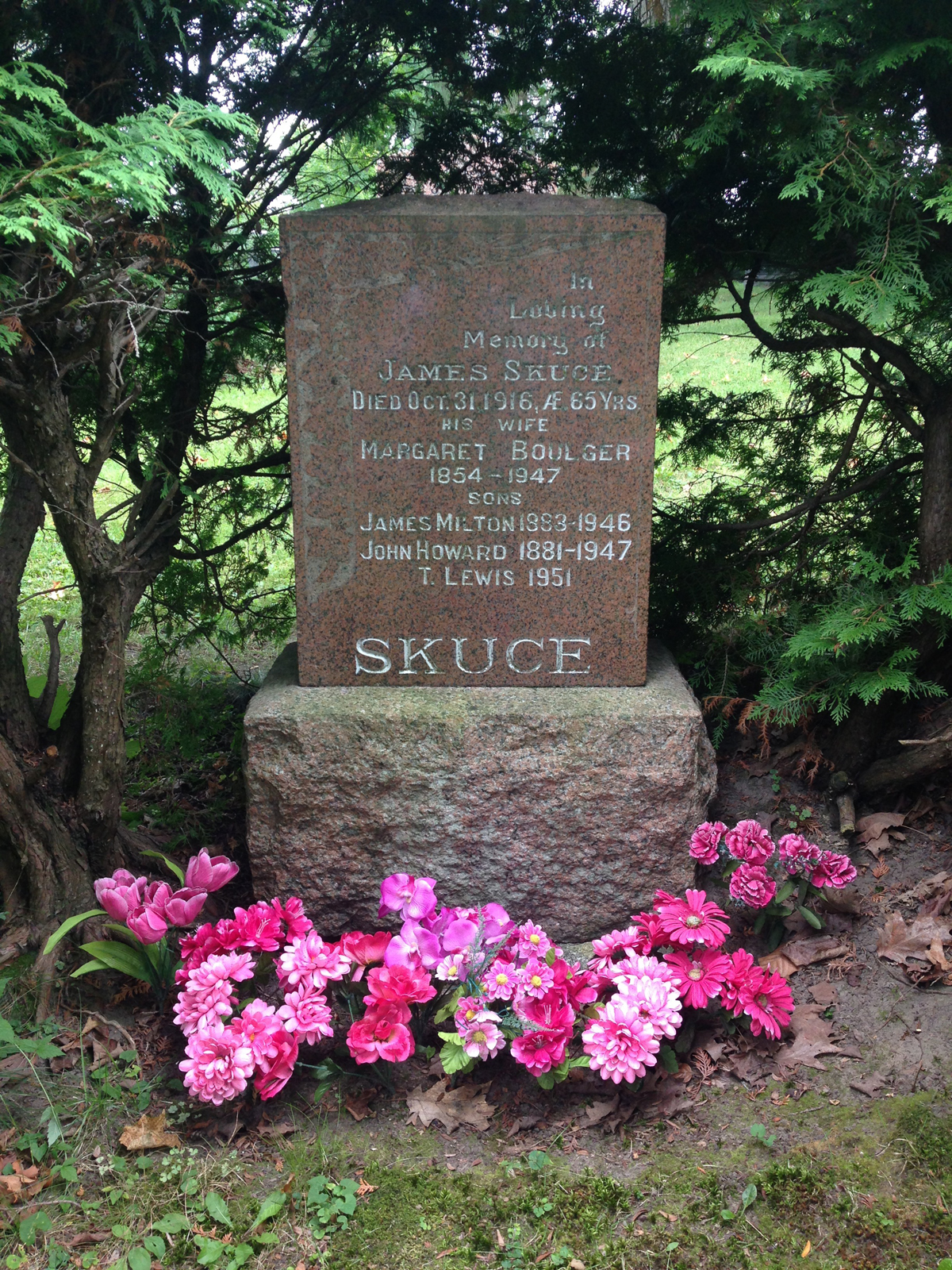 Photo of Lou Skuce's grave